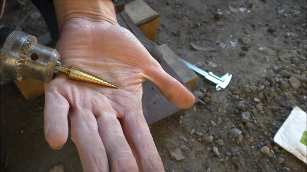 Как сделать конусное отверстие в металле