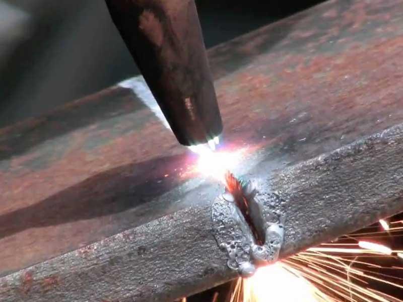 Резка металла газовым резаком: особенности, преимущества, основы работы